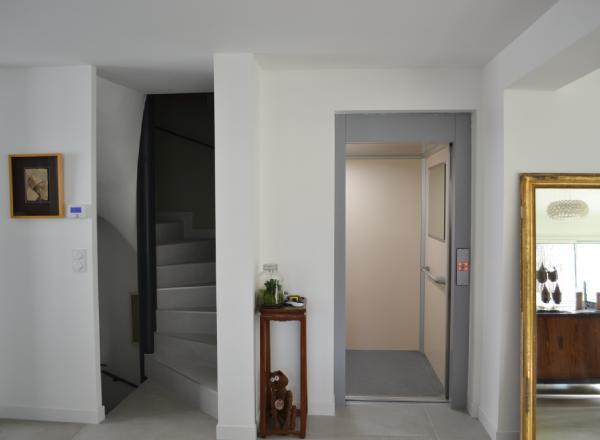 Ascenseur de maison installé en gaine par Sachot